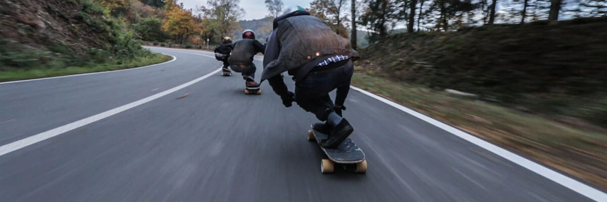 Fremhævede billeder 3 konkurrencer i ekstremsport rundt omkring i verden IGSA verdensmesterskabet i Downhill Skateboarding - 3 konkurrencer i ekstremsport rundt omkring i verden