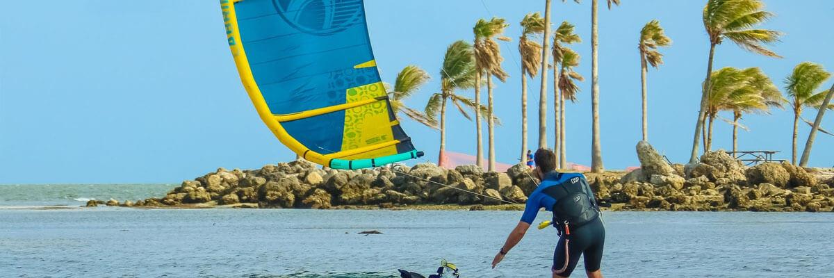 Fremhævede billeder 7 ekstreme sportsgrene du skal prøve til sommer Kitesurfing - 7 ekstreme sportsgrene du skal prøve til sommer