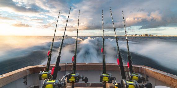 stephen momot UivGzIDhVyw unsplash 570x285 - Bliv klar til at fiske med det rigtige udstyr