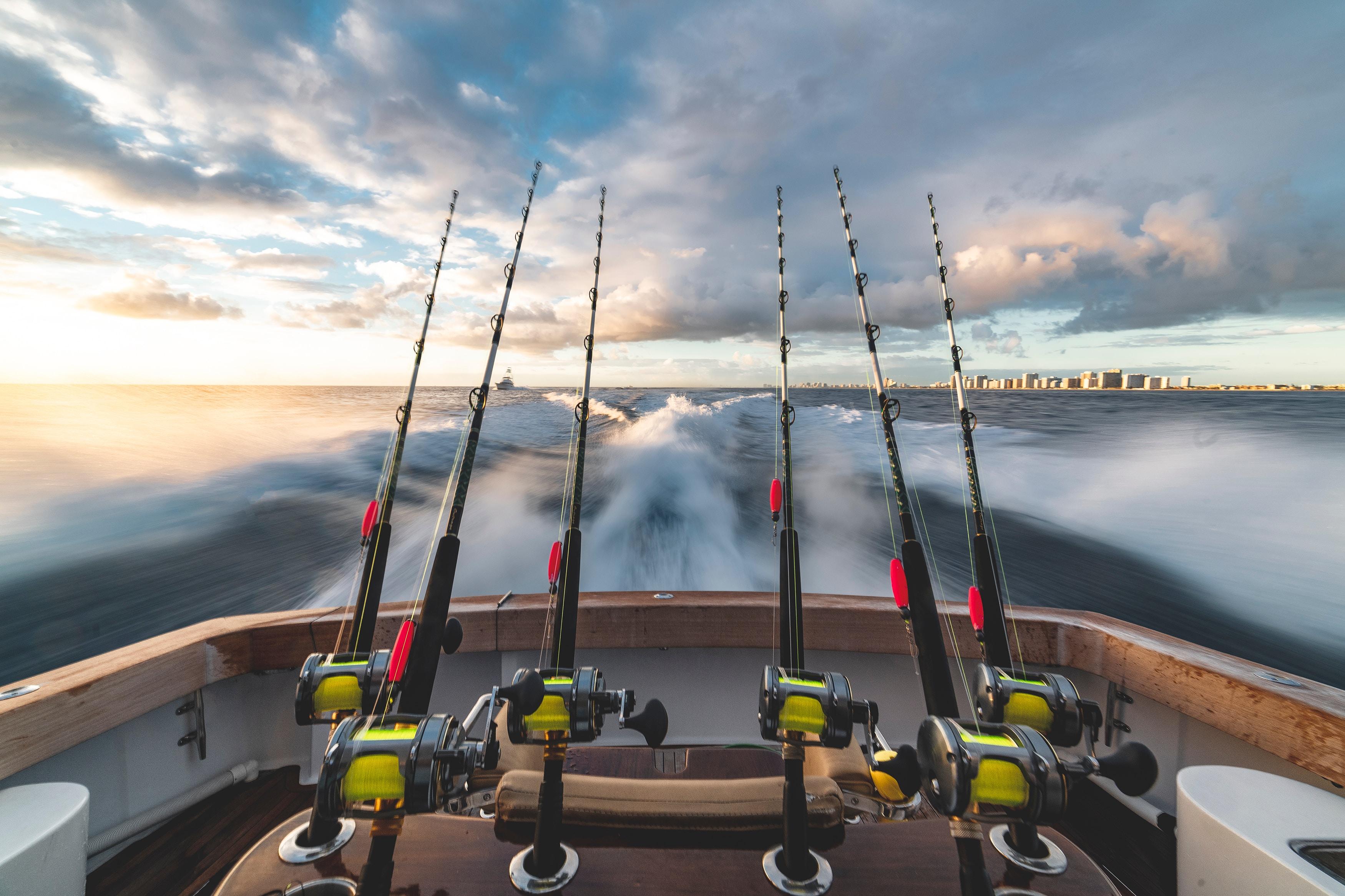stephen momot UivGzIDhVyw unsplash - Bliv klar til at fiske med det rigtige udstyr