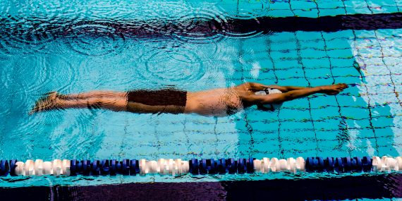 richard r schunemann ZmZEkO pb7M unsplash 570x285 - Klæd dig på i komfortabelt svømmeudstyr fra Aqua Sphere