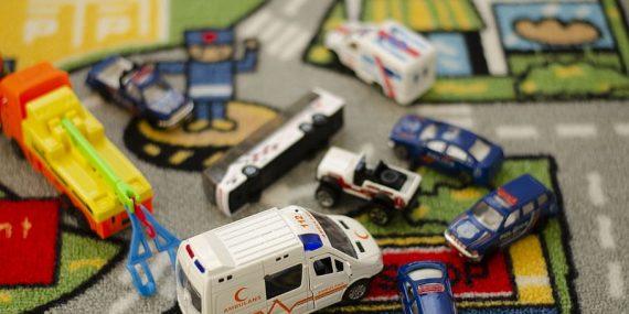 toy ambulance first aid toys 570x285 - Stort udvalg af legetøj til skarpe priser